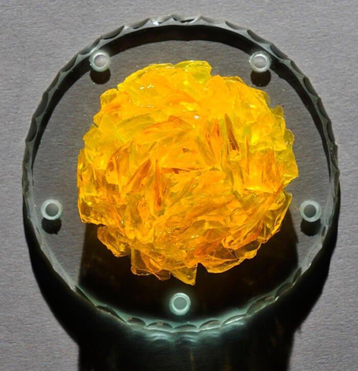 pétale de verre sur film silicone jaune