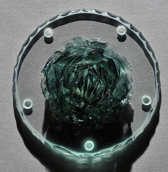 pétale de verre sur film silicone noir