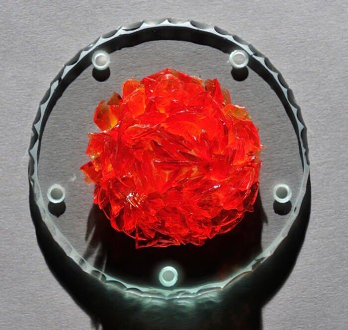 pétale de verre sur film silicone rouge